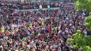 Miles de personas reciben al grito de «alcaldesas» a las candidaturas municipalistas en Madrid