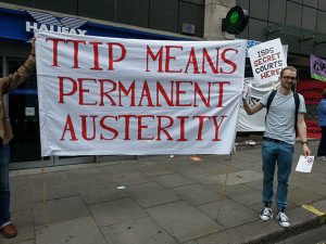 UK: NoTTIP block amongst 250,000 people at anti-austerity march
