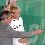"""O ex-presidente Luiz Inácio Lula da Silva e a apresentadora Xuxa, durante cerimônia de lançamento da campanha """"Não Bata, Eduque!"""""""