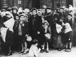 """4 Jahre Haft für Beihilfe zum Mord in 300.000 Fällen für """"Buchhalter von Auschwitz"""""""
