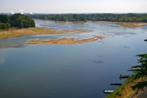 En été, les rejets des centrales nucléaires détraquent les cours d'eau