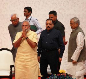 pix-10-prime minister nerendra modi at universty (16)-small