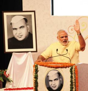 pix-7-prime minister nerendra modi at universty (8)-small