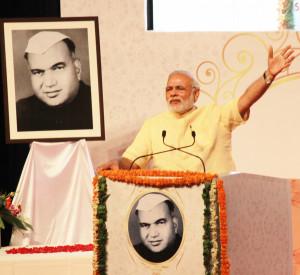 pix-8-prime minister nerendra modi at universty (9)-small