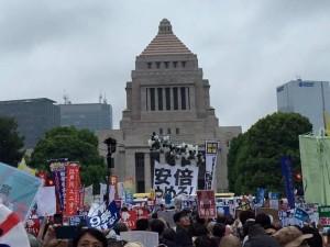 Giappone: attentato alla Costituzione pacifista