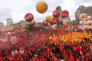 """Em SP, ao menos 40 mil protestam contra o ajuste fiscal e o """"golpe"""""""