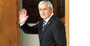 Arrinconado por presión popular y orden de detención, presidente de Guatemala renuncia