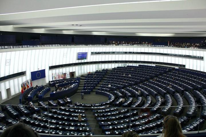 """""""Willkommen und Schutz des Whistleblower Edward Snowden,"""" sagte das Europäisches Parlament"""
