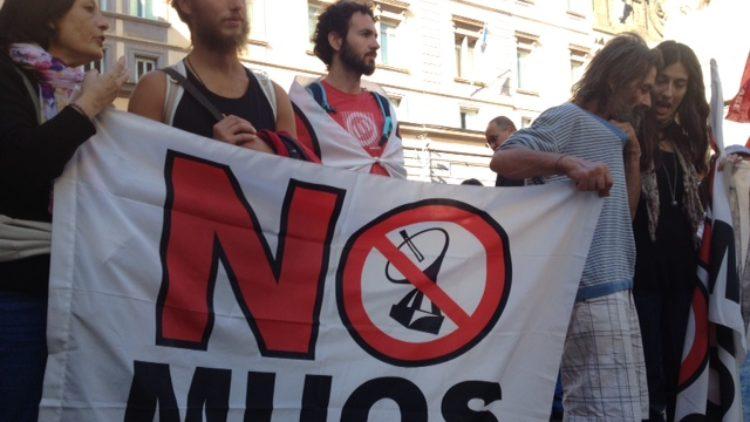 Napoli-no-NATO04