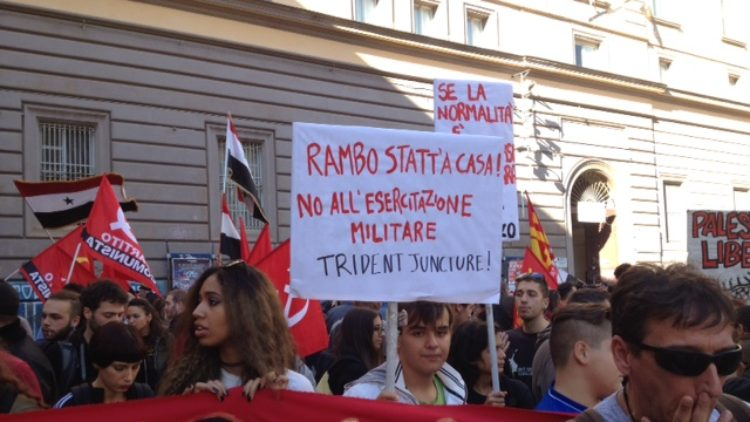Napoli-no-NATO08