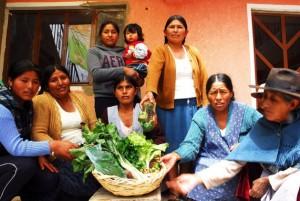 Huertos periurbanos germinan en manos de mujeres bolivianas