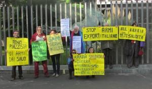Rete no war protesta davanti la RAI sullo scandalo delle armi