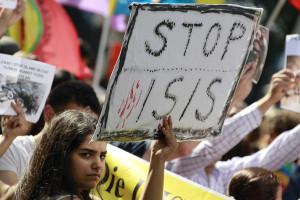 Rapporto Amnesty su violazioni a sfollati che scappano dall'ISIS