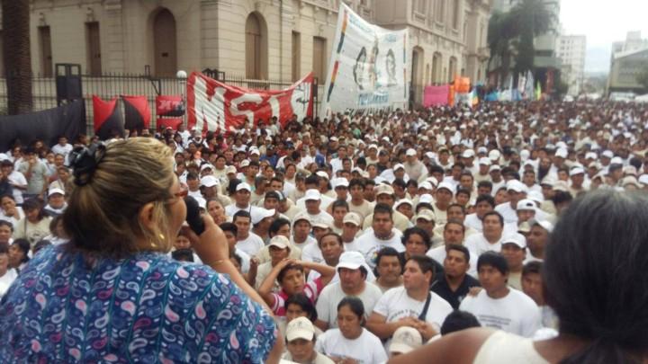 15 días de acampe pacífico de la Tupac Amaru en defensa de las fuentes de trabajo en Jujuy