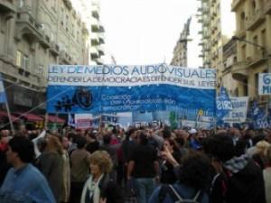 Masiva movilización en defensa de la Ley de Servicios de Comunicación Audiovisual