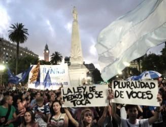 Los medios bajo decreto en Argentina