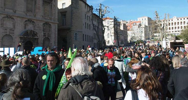 France: Marseille, une chaîne humaine pour la justice climatique et la paix
