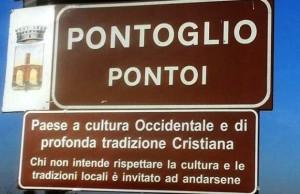 """""""Siamo un paese profondamento cristiano…"""" Ecco perché quei cartelli devono sparire"""