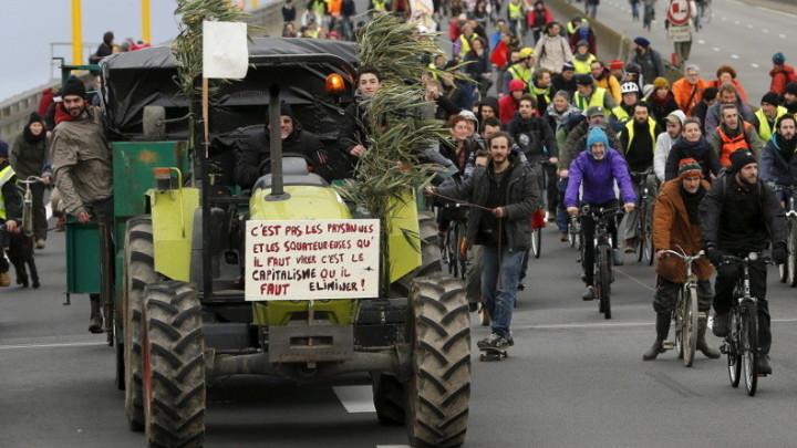 Projet Notre-Dame-des-Landes : 20 000 manifestants bloquent le périphérique de Nantes
