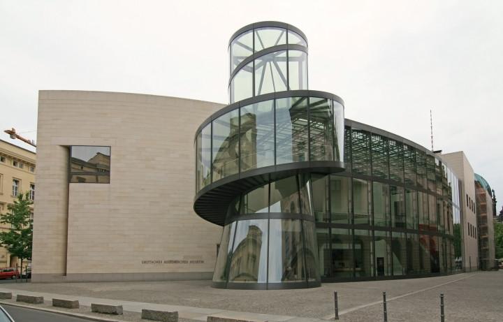 Historiker erklären Flüchtlingen die Geschichte des 20. Jahrhunderts im Deutschen Historischen Museum