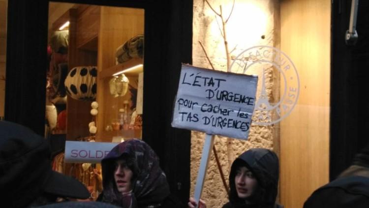 Contre l'état d'urgence, des milliers de manifestants en France (2/2)