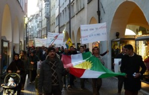 Manifestazione a Bolzano: Fermate Erdogan! Fermate il massacro!