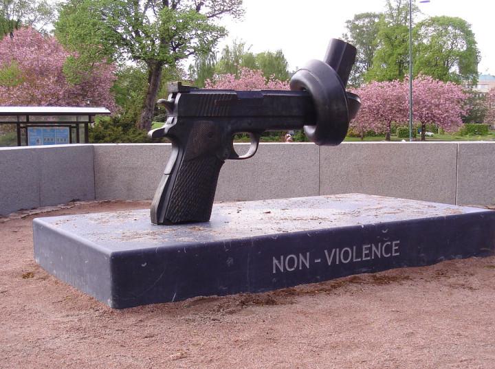 Le guerre, le stragi, le armi, gli esseri umani