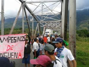 Policía detiene y reprime campesinos en Palmar, Costa Rica