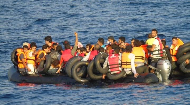 Mar Egeo: Guardia Costera italiana salva migrantes y arresta contrabandistas