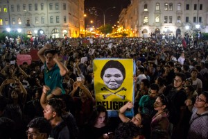 Miles de personas marchan en Perú contra la candidatura presidencial de Keiko Fujimori
