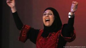 Palestina: ex-refugiada é eleita melhor professora do mundo