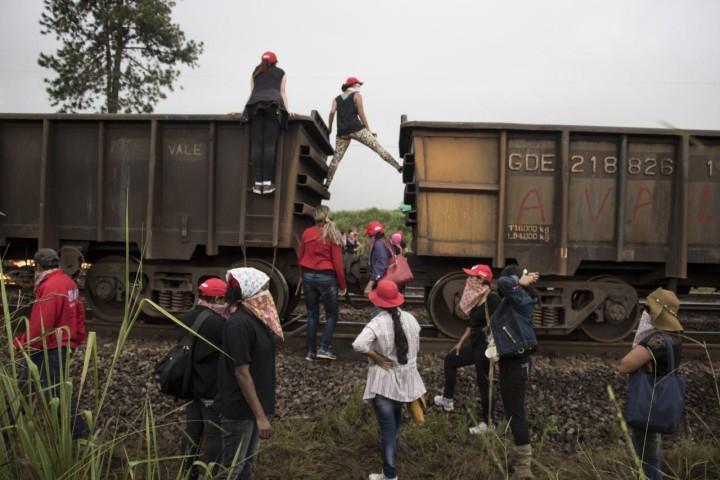Mineradora da Vale é ocupada por Mulheres em Minas Gerais
