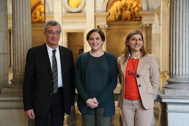 I sindaci di Barcellona, Lesbo e Lampedusa si accordano per aiutare i rifugiati