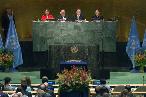 Climat : participation record des États à la cérémonie de signature de l'Accord de Paris au siège de l'ONU