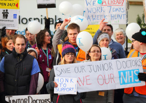 2,500 UK senior doctors back striking junior colleagues