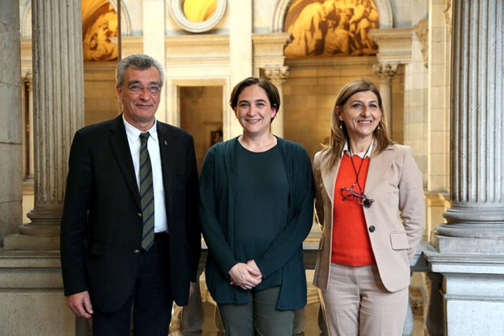 Die Bürgermeister von Barcelona, Lesbos und Lampedusa treffen ein Abkommen, um den Flüchtlingen zu helfen