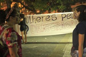 Luta pela democracia reúne mulheres de Pernambuco