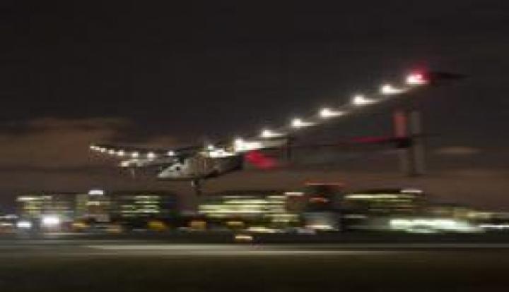 Após três dias de viagem, avião solar chega à Califórnia