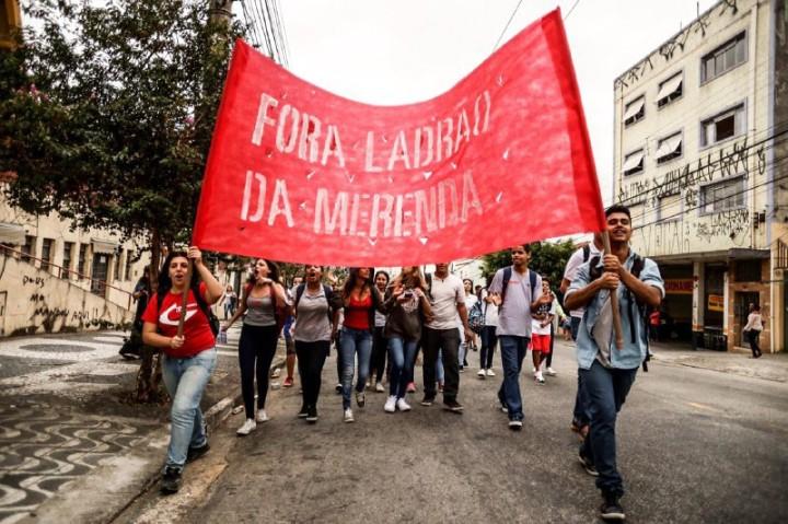 São Paulo: Estudantes denunciam roubo da merenda e fechamento de salas