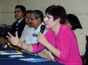 Lía Méndez presenta su libro «Violencia y No violencia» en Guayaquil