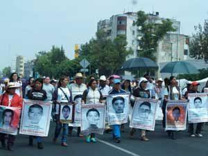 Maestros marchan en Ciudad de México contra reforma educativa