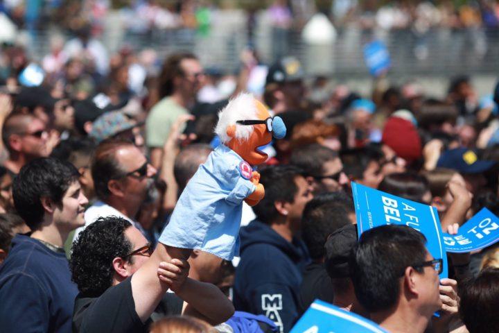 Sanders attira grandi folle nella California del sud