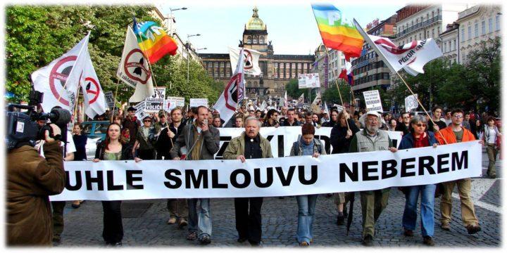 Crece la militarización de la sociedad en Europa del Este, según Dana Feminovà