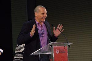 Europa überdenken: Varoufakis in Barcelona für ein Netzwerk der rebellischen Städte