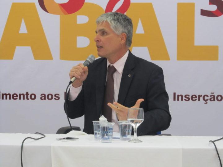 Paulo Sérgio de Almeida, presidente do CNIg, durante evento em São Paulo. Crédito: Rodrigo Borges Delfim/MigraMundo – out.2014