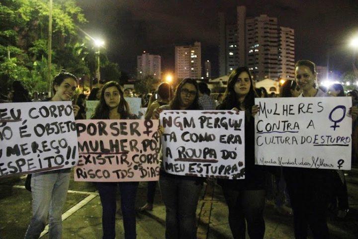 Em Campo Grande, mulheres protestam contra cultura do estupro