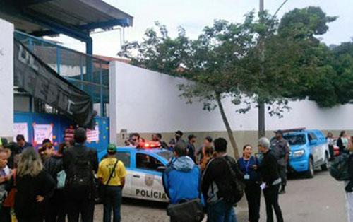 Secundaristas mantêm ocupado prédio da Secretaria da Educação do Rio