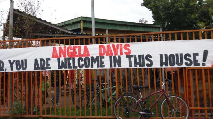 Tras 44 años Ángela Davis vuelve a Chile y a la población bautizada con su nombre