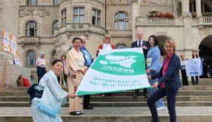 Zweihundert deutsche Städte zeigen Flagge gegen Atomwaffen