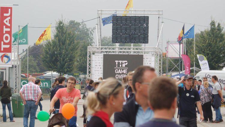 TTIP GAME OVER : Ecran géant piraté à la Foire de Libramont contre le TTIP.